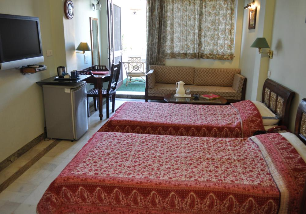 Deluxe: Spacious, most have a balcony, popular with regular guests
